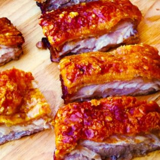 https://thepaddingtonfoodie.com/2012/10/01/its-all-about-the-crackling-slow-roasted-pork-belly-scented-with-fennel/