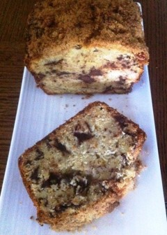 https://thepaddingtonfoodie.com/2012/10/05/emptying-the-fruit-bowl-banana-bread-with-choc-chunks-and-a-pecan-streusel-topping/