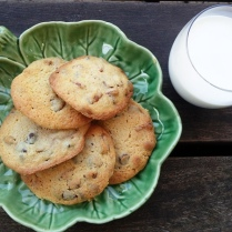 https://thepaddingtonfoodie.com/2012/10/27/chocolate-chunk-cookies-with-pecans/