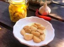 https://thepaddingtonfoodie.com/2012/10/26/my-pantry-staple-confit-garlic-with-herbs-chilli-and-peppercorns/