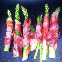 https://thepaddingtonfoodie.com/2012/10/08/on-the-grill-prosciutto-wrapped-asparagus/