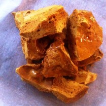 https://thepaddingtonfoodie.com/2012/10/14/its-the-shatter-that-matters-old-fashioned-homemade-honey-comb/