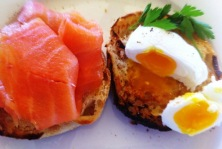 https://thepaddingtonfoodie.com/2012/10/05/the-perfect-poached-egg-freshly-laid-by-pats-chooks-cooked-by-annabel/
