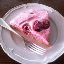 https://thepaddingtonfoodie.com/2012/10/16/luscious-and-light-strawberry-cloud-cake-with-raspberries/