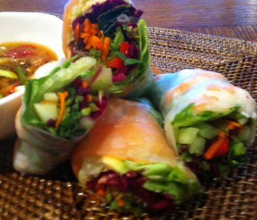 https://thepaddingtonfoodie.com/2012/10/11/a-taste-of-summer-vietnamese-rice-paper-rolls-with-seafood-and-a-lime-dipping-sauce/