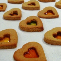 https://thepaddingtonfoodie.com/2012/11/27/festive-baking-lemon-gingerbread-stained-glass-heart-cookies/
