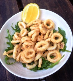 https://thepaddingtonfoodie.com/2013/01/20/sustainable-seafood-hawkesbury-river-squid-calamari-fritti-with-rocket-and-lemon/