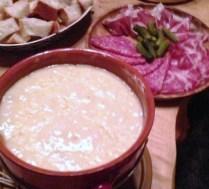 https://thepaddingtonfoodie.com/2013/01/05/an-alpine-dinner-swiss-fondue-niseko-style/
