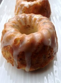 https://thepaddingtonfoodie.com/2013/02/11/mini-lemon-poppy-seed-pound-cakes-with-lemon-drizzle-icing/