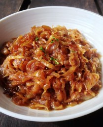 https://thepaddingtonfoodie.com/2013/04/10/packing-a-flavour-punch-my-pantry-essentials-caramelised-onions/