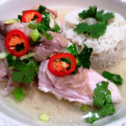https://thepaddingtonfoodie.com/2013/04/22/silky-hainanese-chicken-bill-grangers-warm-poached-chicken-with-onion-rice-and-fresh-ginger-relish/
