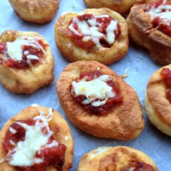 https://thepaddingtonfoodie.com/2013/04/29/a-neapolitan-treat-pizzette-fritte-fried-miniature-pizzas/