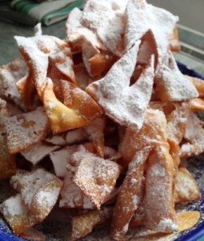 https://thepaddingtonfoodie.com/2013/06/11/from-my-mothers-kitchen-light-airy-and-crisp-angels-wings-italian-crostoli/