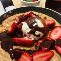https://thepaddingtonfoodie.com/2013/06/26/not-for-the-faint-hearted-one-pan-white-chocolate-chip-caramel-skillet-cookie-with-a-hot-chocolate-fudge-sauce-strawberries-and-ice-cream/