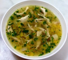 https://thepaddingtonfoodie.com/2013/07/05/the-5-2-challenge-winter-warmer-chicken-and-leek-soup-with-lemon-and-pearl-barley/
