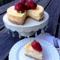 https://thepaddingtonfoodie.com/2013/10/14/retro-baking-a-step-by-step-guide-to-a-perfect-baked-sour-cream-cheesecake/