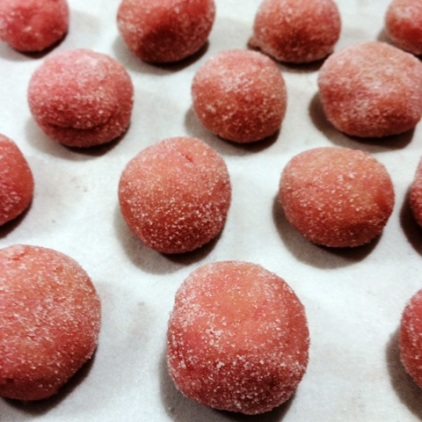 https://thepaddingtonfoodie.com/2013/10/04/sweet-and-simple-a-variation-on-chocolate-brigadeiros-strawberry-bonbons/