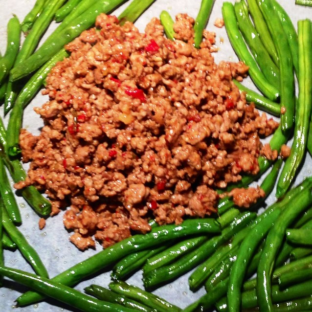 Spicy  Roasted Green Beans With Pork