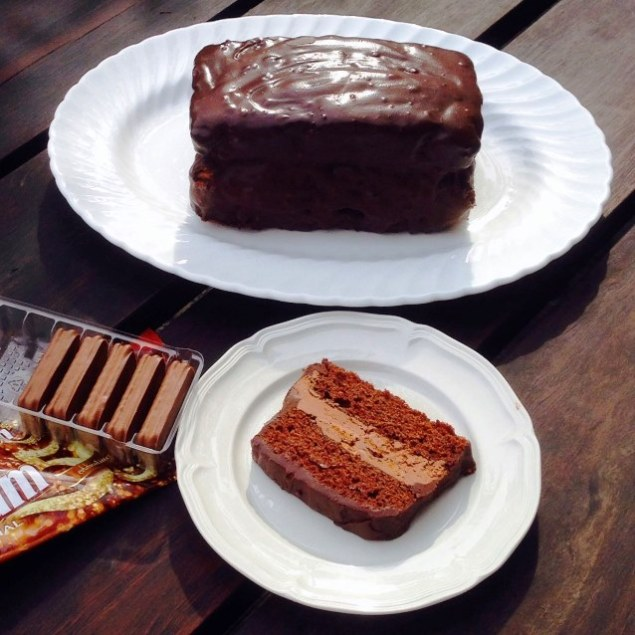 https://thepaddingtonfoodie.com/2014/01/24/the-summer-edition-celebrating-australia-day-with-a-chocolate-tim-tam-cake/