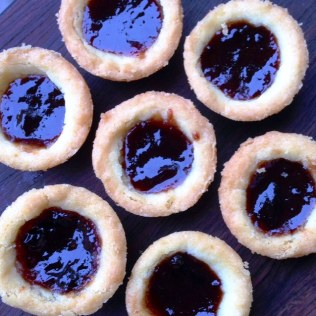 https://thepaddingtonfoodie.com/2014/03/28/for-the-weekend-short-and-sweet-jam-shortbread-tarts/