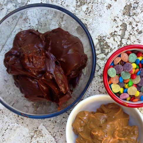 Ombre Pinata Cake Fixings