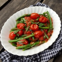 https://thepaddingtonfoodie.com/2015/03/16/eat-fast-and-live-longer-a-5-2-fast-diet-recipe-idea-under-200-calories-sauteed-green-beans-with-roasted-cherry-tomatoes/
