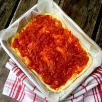 Deep Dish Pizza With Tomato Sugo